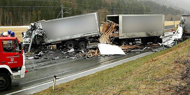 Zwei Tote bei Lkw-Frontalcrash