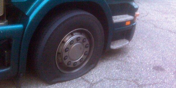 LKW demoliert in Graz sechs Autos