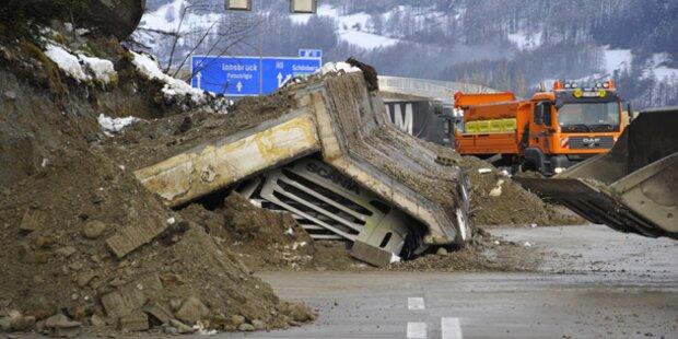 Unfall Auf Der Brennerautobahn Beton Mauerteile Begraben