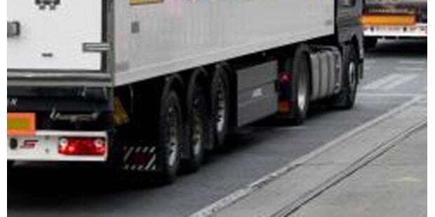 Lkw-Rad rollte Autos entgegen