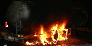 Großeinsatz - LKW auf B19 in Flammen