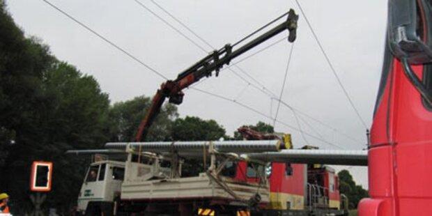 Leitung gekappt: Lkw wurde zur Stromfalle