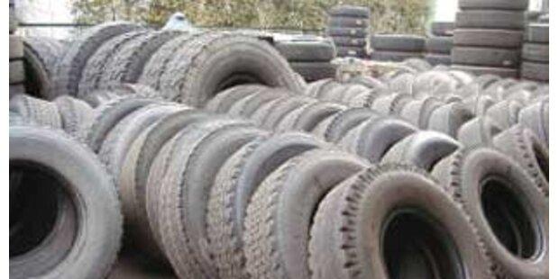 Dreiste Diebe stehlen 145 LKW-Reifen