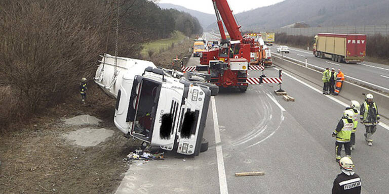Lkw-Unfall legte A21 lahm