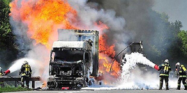 Westautobahn: Lkw geht in Flammen auf