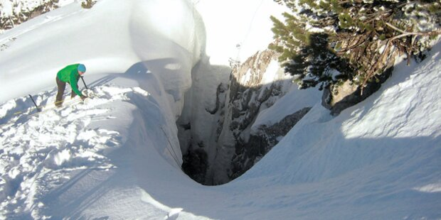 40-Meter-Sturz in Todes-Krater überlebt