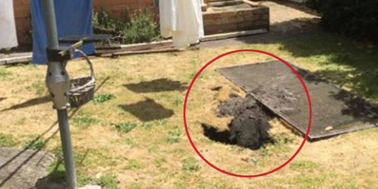 Loch verschluckt Frau im eigenen Garten