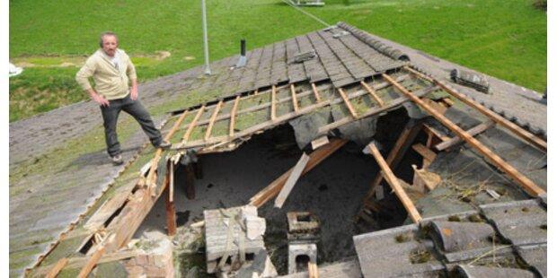 Hubschrauber-Ladung riss Loch in Dach