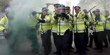 Briten-Wahl: Krawalle nach Cameron-Sieg