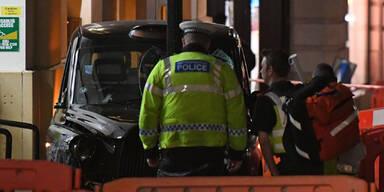 London: Taxi erfasst Fußgänger