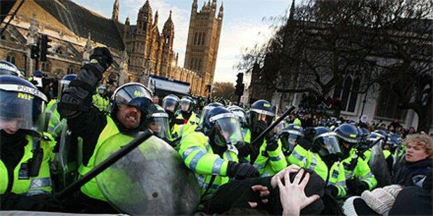 Zusammenstöße von Studenten und Polizei