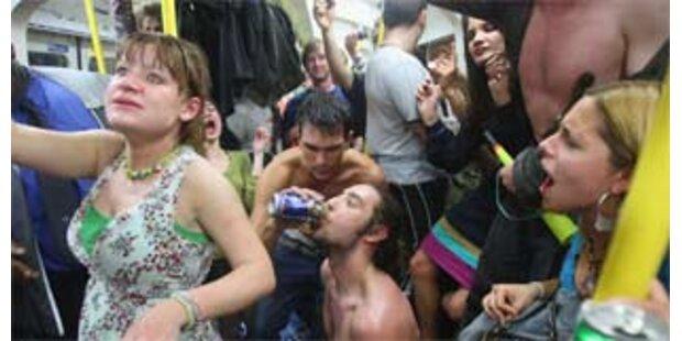 Betrunkene Briten demonstrierten gegen Saufverbot