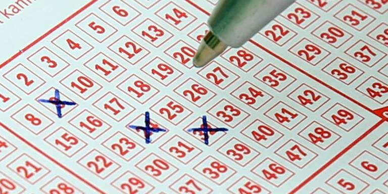 Lottoschein mit Kreuzen