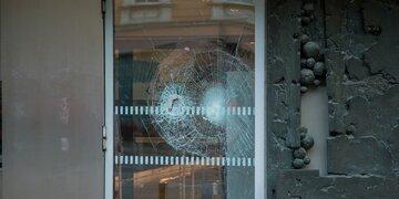 Führerschein abgenommen: Mann demoliert Scheibe am Landesgericht Innsbruck mit Vorschlaghammer