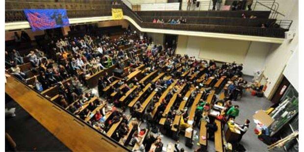 250 Studenten besetzen Uni München