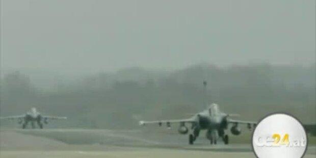 Massive Luftangriffe gegen Gaddafi