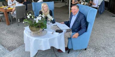 Lugner und Simone Bienchen beim Essen