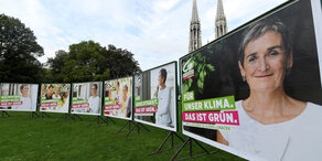 Die Grünen: Lunacek präsentiert neue Wahlplakate