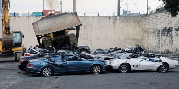 Luxus-Autos im Millionenwert zerstört