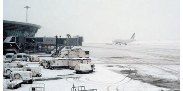 Schnee legt Flughafen von Lyon lahm