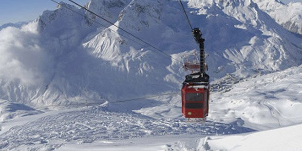 Lech: Skifahrer saßen in Gondel fest
