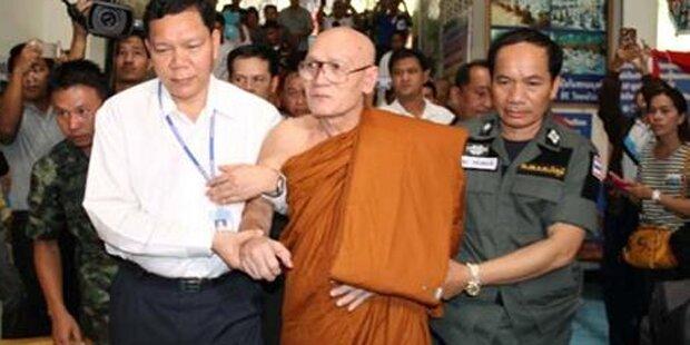 Todes-Mönch aus seinem Sarg gerettet