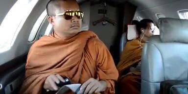 Empörung: Mönche protzen mit Luxus