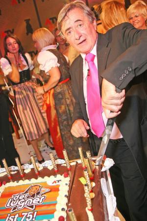 mörtel torte richard lugner 75. geburtstag 460*690
