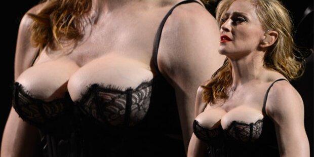 Madonna schnallt die Brüste hoch