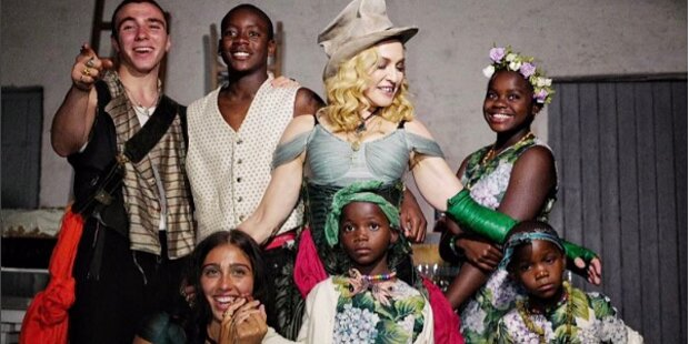Madonna zeigt ihre sechs Kinder