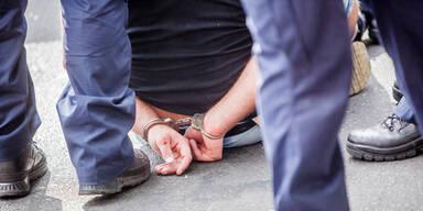 Großrazzia gegen Mafia: Über 50 Festnahmen