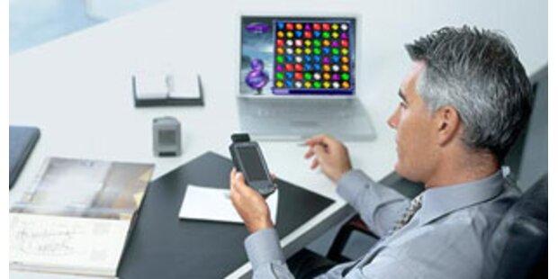 Jeder dritte Manager spielt im Büro am PC