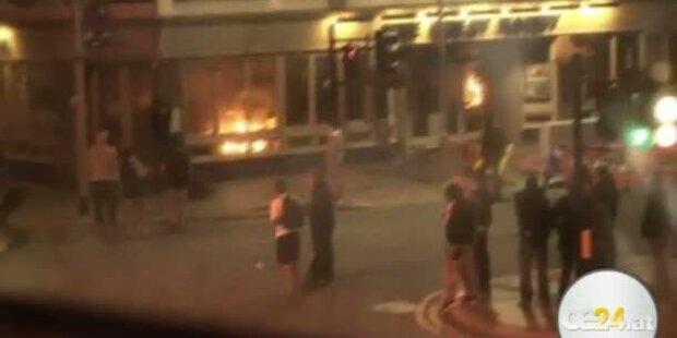 Krawalle erschüttern Manchester