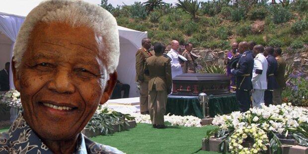 Nelson Mandela in Heimatdorf beigesetzt