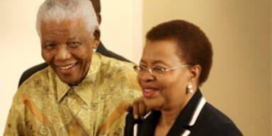 Nelson Mandela und seine Frau Graca Machel