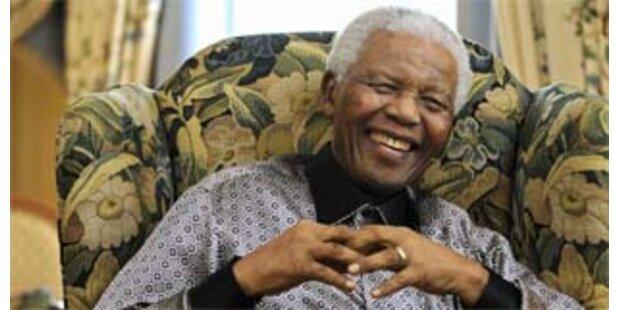 Nelson Mandela feiert 90er bei der Queen
