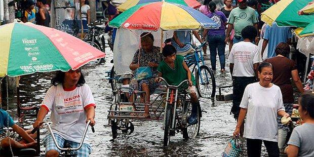 Philippinen: 50.000 flüchten vor Sturm