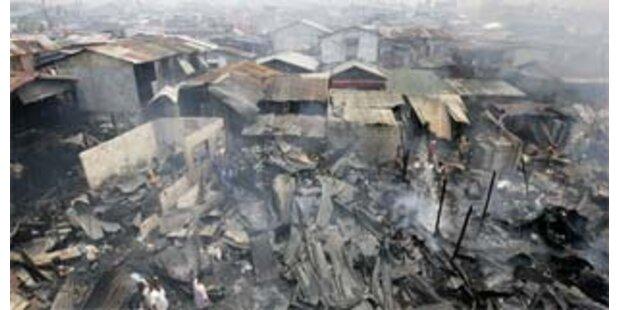 Feuer zerstört Häuser von 1.000 Menschen in Manila
