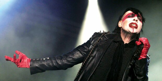 Manson bricht auf Bühne zusammen
