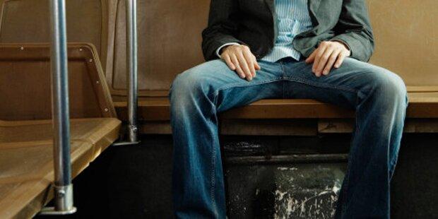 Männer dürfen in Bussen nicht mehr breitbeinig sitzen
