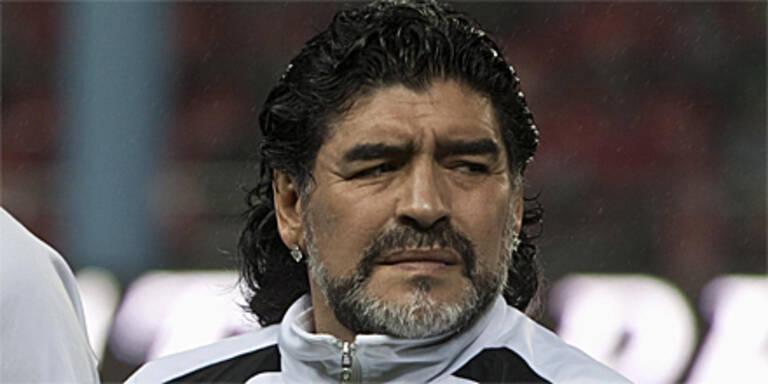 Maradona schickt sich selbst in die Wüste