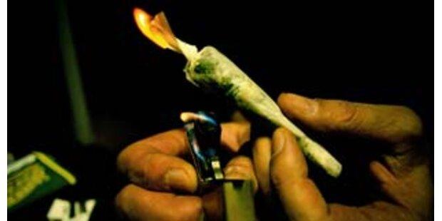 Mutter brachte 4-Jähriger Marihuana-Rauchen bei