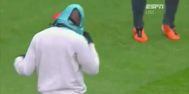 Fussballstar kämpft mit eigenem Leiberl