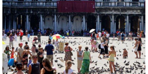 Markusplatz: Ketten gegen Picknicker
