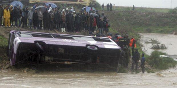 30 Tote bei Überflutungen