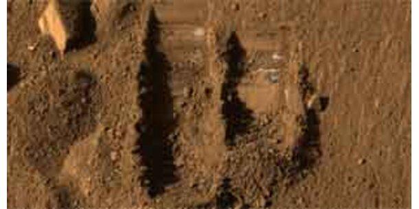 Marssonde hat erste Bodenprobe im Ofen