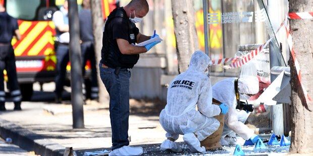 Auto rast in Bushaltestellen in Marseille: Eine Tote