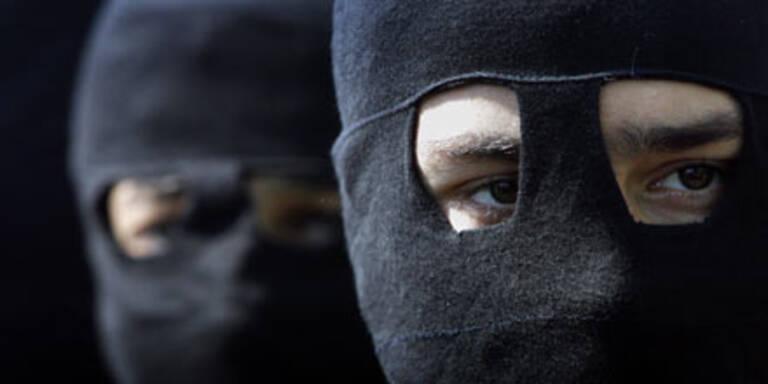 Maskierte Männer beim Porno-Dreh ertappt