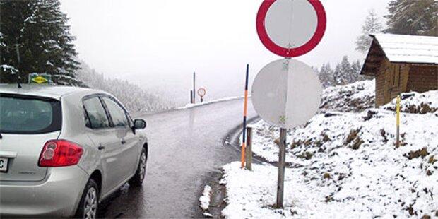 Erster Schnee sorgt für Verkehrschaos
