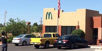 Das steckt dahinter: Darum hat dieser McDonald's ein blaues M